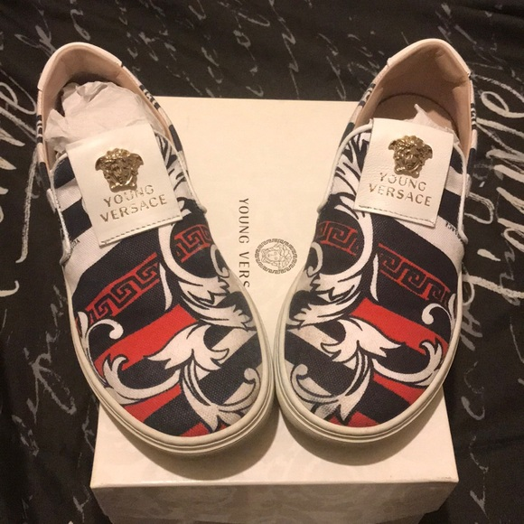Size 33 Shoe In Us.Young Versace Kids Sneakers Size 33 Us 2 Nwt